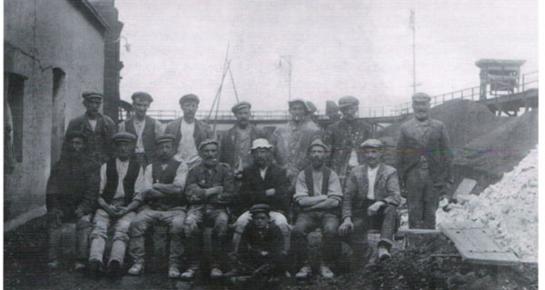 A group of West Medina Mills workers c. 1920